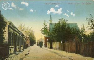 Ulica Długa z widokiem (po prawej) na kościół staroluterański (Długa 6). Ze zbiorów Wojciecha Szkudlarskiego.