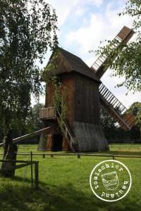 Bockwindmühle,Nachbau im Freilichtmuseum für Volkskunst in Wollstyn - Aufn. 09/2010 GT