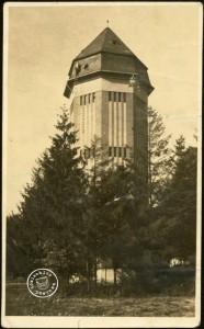 Wieża ciśnień ok. 1946- Wł. Halina Patalas. Fotografię wykonał Wł. Antkowiak