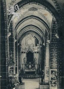 """Innenraum der Pfarrkirche, im Hauptaltar findet sich eine Kopie eines Bildes von Guido Reniego """"Auferstehung der Jungfrau Marie)"""