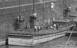 Kohlentrimmer beim Bunkern eines Linienschiffes in Hoboken (New Jersey) - Quelle: http://de.wikipedia.org/wiki/Kohlentrimmer