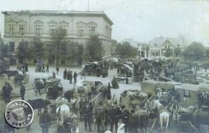 Markttag mit zahlreichen Fuhrwerken, an seinem Ende musste der Dünger beseitigt werden - Bild: Fam. Goldmann