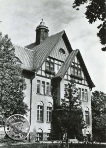 Blick auf den Eingang des Krankenhauses - ca. 1958 - Ansichtskarte PM