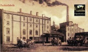 """Opalenitza Zuckerfabrik - Bild: """"Opalenica na dawnej pocztówce"""" S.36  Öffentlichen Stadt- und Kreisbibliothek"""