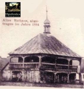 """Altes Rathaus von Opalenitza, abgetragen im Jahr 1884 - Postkartenausschnitt: """"Opalenica na dawnej pocztówce"""" S. 53 Öffentliche Stadt- und Kreisbibliothek"""