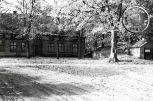 """Das Gebäude des ehemaligen Gasthofes """"Ziegenkruges"""" 1977 - Quelle: ... und dazwischen Neutomischel A. Kraft"""