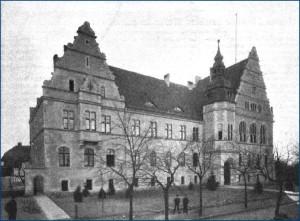 Das ehemalige Amtsgerichtsgebäude um 1905/1906 - Abb. 1