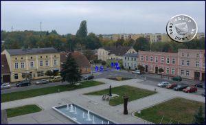 Die süd-westliche Ecke des heutigen Plac Niepodległości mit Markierung des ehemaligen Standortes der Häuser No. 44 und 45 / Foto: PM
