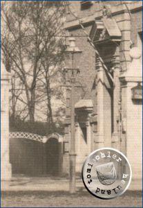 Laterne vor dem ehemaligen Kreishaus / Postkartenausschnitt