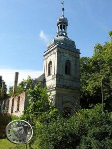 Der Kirchturm mit dem eingestürtzten Kirchenschiff / Aufn. PM