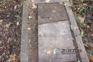 """Grabstein der Eheleute Timm - Hoffmann und Timm - Kern / Aufn. Konrad Maciejaszek - """"Zakład Poprawczy w Grodzisku Wlkp."""""""