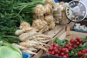 Eine Auswahl an Gemüse auf dem Wochenmarkt