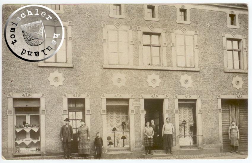 Die Familie Lemberg um 1920 vor ihrem Haus, das umfangreiche Umbauarbeiten erfahren hatte / Bild: Familienbesitz Tracy Walters