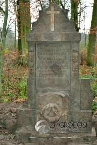 """Der Grabstein der Familienangehörigen Hauch / Aufn. Konrad Maciejaszek – """"Zakład Poprawczy w Grodzisku Wlkp."""""""