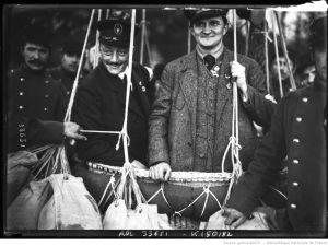 [12-10-13, VIIIe coupe Gordon-Bennett des sphériques] Hans Berliner sur Metzeler, Mann [co-pilote], Allemagne : [photographie de presse] / [Agence Rol] | Agence Rol. Agence photographique *