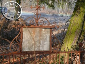 Grabplatte der Eheleute Haeusler / Photo: Przemek Mierzejewski