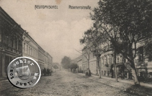 Die alte Posener Straße, die Häuser 5 A und 5 B lagen auf der rechten Seite, im Hintergrund ist der ehemalige Alte Markt erkennbar / Karte Sammlung Wojtek Szkudlarski