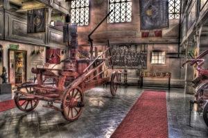 """Historische """"Spritze"""" im Feuerwehrmuseum von Rakwitz/Rakoniewice - Bild: http://muzeum.psp.wlkp.pl/"""